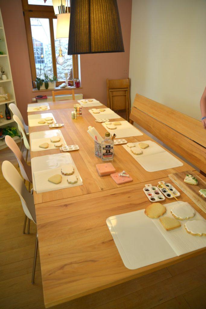 langer Tisch für den Backworkshop